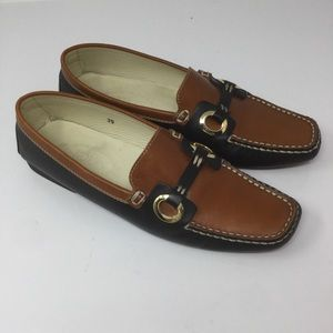 TOD'S Loafers. Two-Toned. Size 39